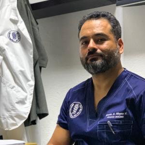 Dr. Ernesto Antonio Aboytes Velázquez - Urólogo