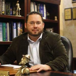 Dr. Abraham Flores Flores - Traumatólogo y Ortopedista