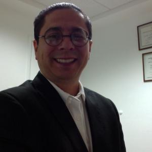 Dr. José Luis Ferniza Andrade - Urólogo