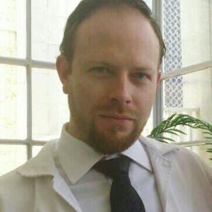 Dr. Arturo Pérez Cuéllar - Traumatólogo y Ortopedista