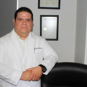 Dr. Napoleón Mejía González - Traumatólogo y Ortopedista